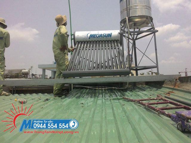 Megasun lắp đặt máy nước nóng năng lượng mặt trời KAE 150l cho khách hàng tại Gò Vấp - TpHCM