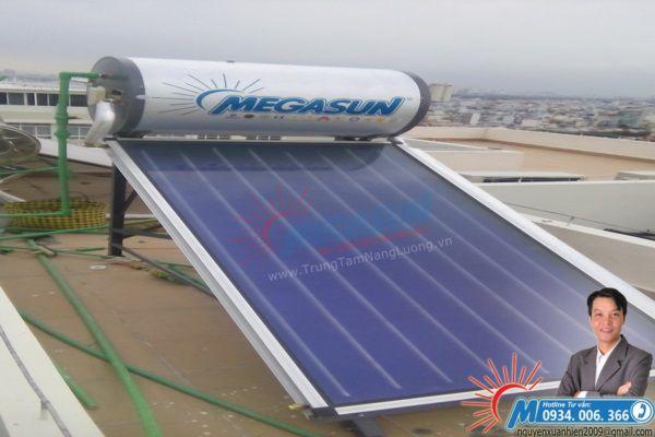 máy nước nóng năng lượng mặt trời Megasun dòng tấm phẳng bình tích hợp