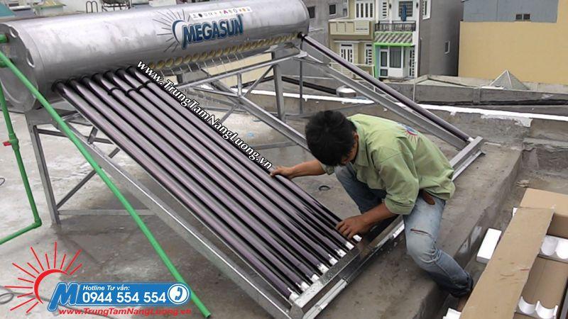 Tuyển NV lắp đặt máy nước nóng năng lượng mặt trời